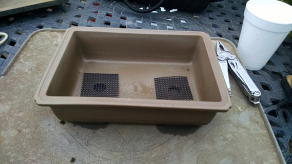 Bonsai pot with soil screen